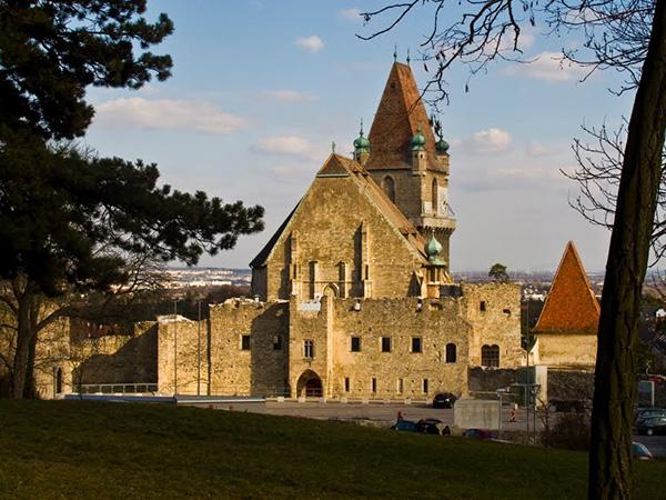 Burg Perchtoldsdorf, Austria